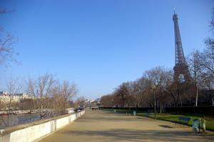 Разходка край реката... а, каква е тая кула?...